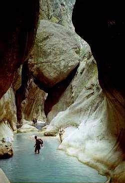 Göynük kanyonu/Kemer/Antalya/// Dünyanın en iyi 10 trekking parkurlarından biri olarak kabul edilen Likya yolunun önemli bir bölümü Göynük Kanyonu'nun içerisinden geçmektedir. Göynük Kanyonu ayrıca tüm Likya yolu boyunca mevcut olan en uygun kamp ve ihtiyaç giderme mola noktası konumundadır.