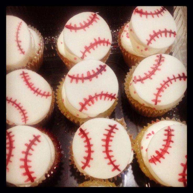 #baseball #cupcakes de vainilla decorados con #fondant #moncherry