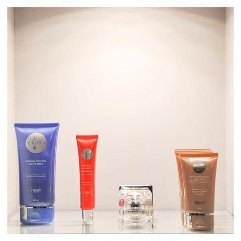 Tout nouveau 💎, tout chaud, les produits de la marque V10 Plus arrivent directement du Japon ! 👘Venez découvrir le masque à l'eau de mer d'Okinawa, l'écran total à base d'eau, le masque peeling et la Crème Visage Raffermissante ! 💁🏻