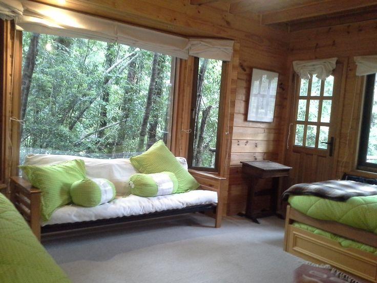Habitación hombres cinco camas