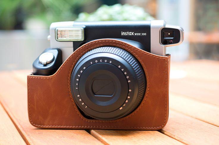 Der nächste Urlaub naht! Vergiss nicht, die instax wide 300 Sofortbildkamera mitzunehmen, sie bietet dir viel Platz für großartige Aufnahmen!