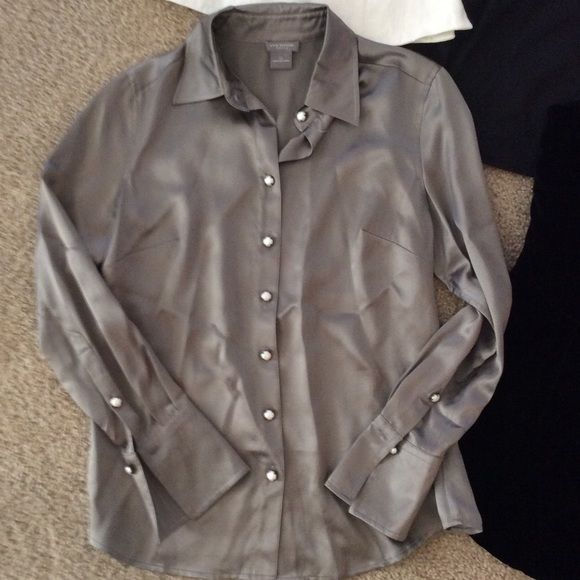 100% silk Ann Taylor blouse Good condition Ann Taylor blouse size 2p. Pearl like buttons. Smoke free home. 100% silk Ann Taylor Tops Blouses