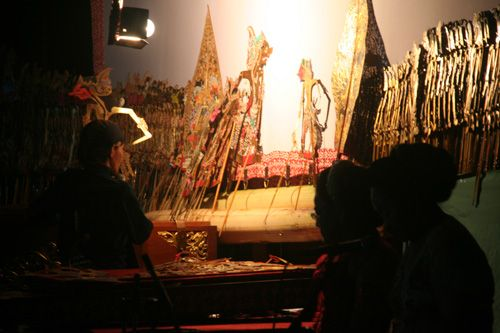 The Dalang performance. There are only one light near the Dalang which turn on. So that's why we can see the siluette from another side of stage. #javanese #art #performance #shadowpuppet #tradition #siluette