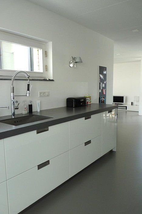 Kitchen countertop : is this the blue grey colour we're looking for ? (Of all places..from BoZ!)