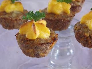Mini Cupcakes Salados (de carne) http://frommariaskitchen.blogspot.com.ar/2012/07/mini-cupcakes-salados.html