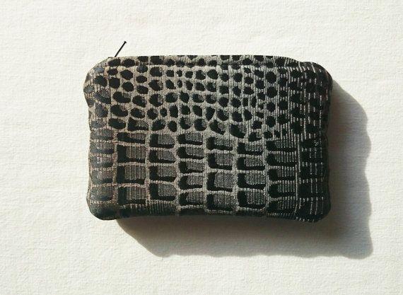 Petite trousse assortie aux sacs motif peau de par SUNSUELLE
