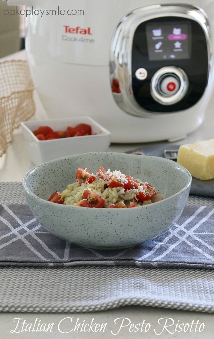 The YUMMIEST chicken pesto risotto! #tefal #cook4me #pressurecooker http://www.bakeplaysmile.com/quick-easy-chicken-pesto-risotto-review-tefal-cook4me-pressure-cooker/