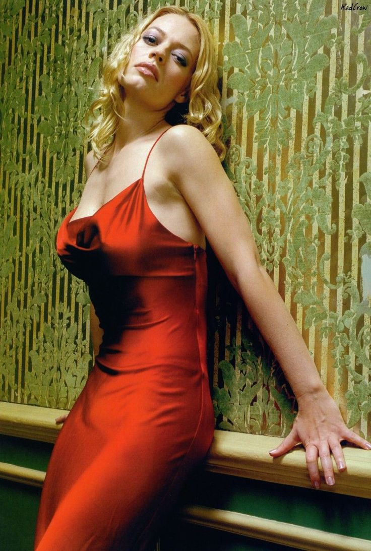 Jeri Ryan in RED! What a Babe! Edwin
