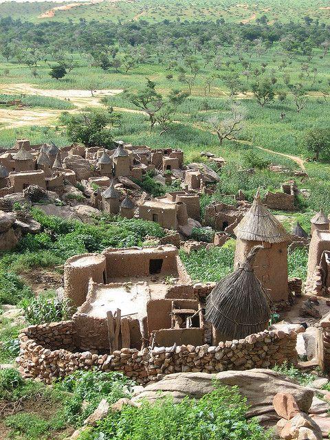 A Dogon village in Mali by tleef