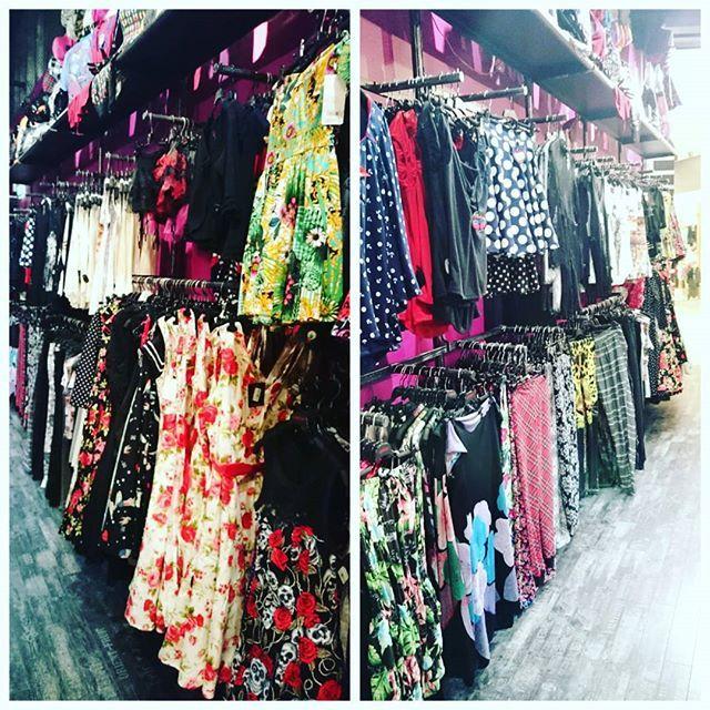 No nyt on myllätty taas koko kauppa, uusi järjestys vaatereikeissä piristää kummasti!  #cybershopmatkus #cybershopkuopio #matkus #clothingstore #fashion #alternativefashion #vaateliike #uutuuksia #jee