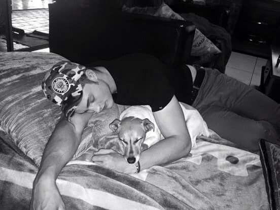 Brendan en sy hond te cute vir woorde x