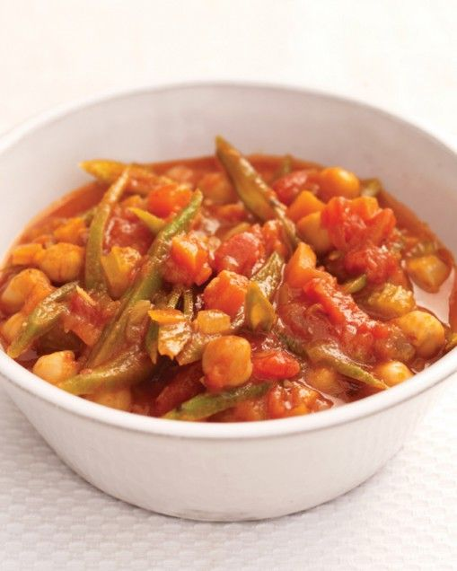 Chickpea and Vegetable Stew...1 tbsp olive oil, 1 x 14 oz (400 g) can diced tomatoes, 1 onion finely chopped, 1 x 15½ oz (439 g) can chickpeas (garbanzo beans) drained and rinsed, 2 garlic cloves finely chopped, ⅔ cup hot vegetable stock, 3 celery ribs, finely chopped handful of fresh green beans, 3 carrots finely chopped, sea salt and freshly ground black pepper, ½ cup dry white wine