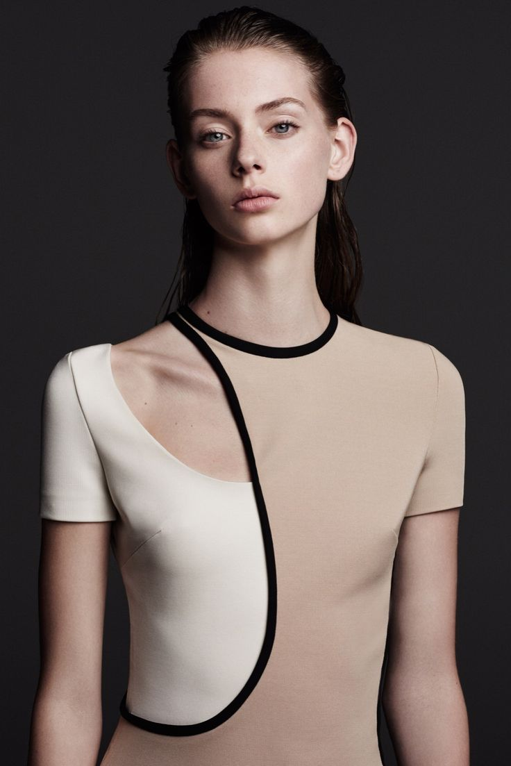 Two tone dress with graphic cut, sporty chic fashion details // David Koma Resort 2016