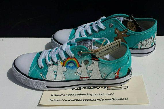 Moomin inspiré à la main peint sur mesure par ShoeDoodles sur Etsy