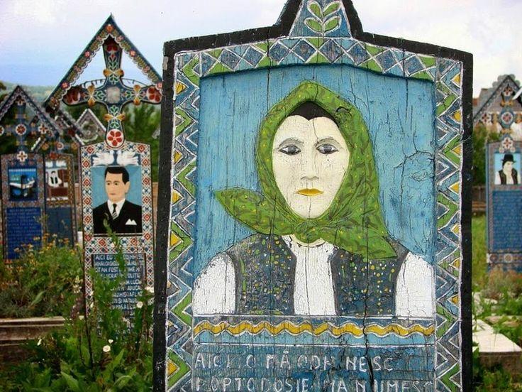 """In Romania c'è un """"cimitero allegro"""" che ricorda i morti con opere d'arte e tanta ironia - La Stampa"""