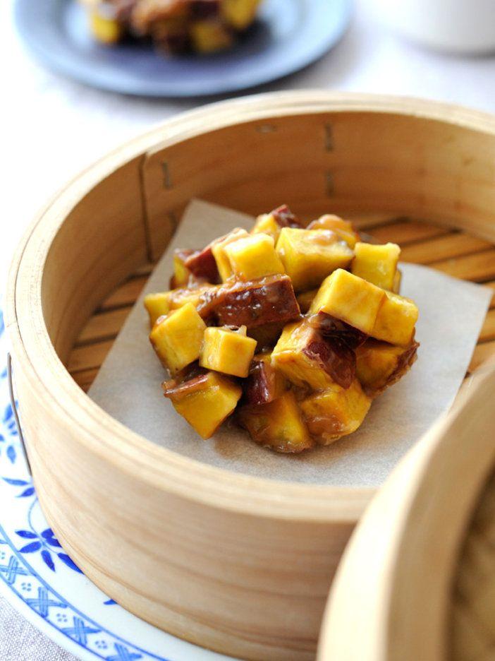 まんじゅう生地を極力少なくし、さつま芋がごろごろ入った蒸しまんじゅう。黒糖の自然な甘さでヘルシー|『ELLE a table』はおしゃれで簡単なレシピが満載!