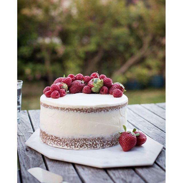Berries & Cream Cake via @feedfeed on https://thefeedfeed.com/simmerandboyle/berries-cream-cake