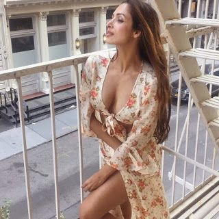 Malaika Arora Flaunts her cleavage in a Sexy Swimsuit