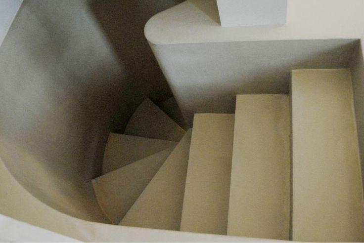 Tutto di un color: crema, per il rivestimento in resina di scala e pareti