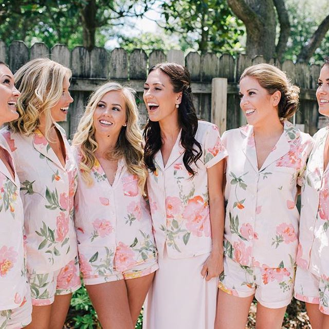 How perfect were Margot and her bridesmaids getting ready outfits! Kacie Q Photography