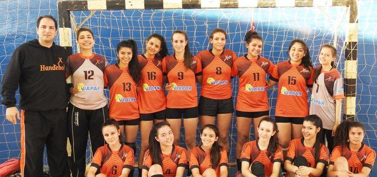 Em partida realizada no Colégio Três Reis, o handebol feminino do Colégio São Francisco Xavier também obteve a vitória em sua primeira apresentação na fase final dos Jogos Escolares do Paraná (JEPs), em Apucarana. O jogo de estreia foi diante do Colégio Duque de Caxias de Saudade do Iguaçu, e o resultado foi de 21 …