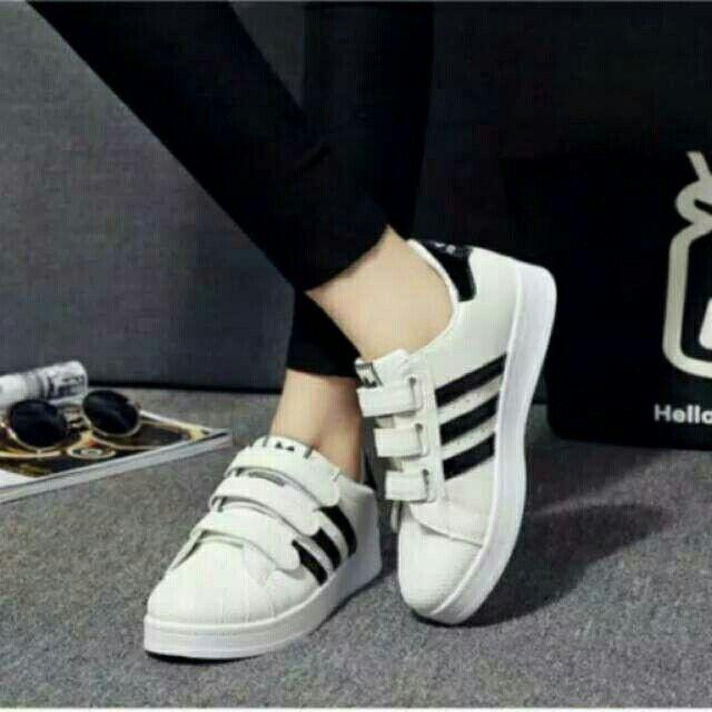 Saya menjual Replika Adidas putih strip hitam seharga Rp54.000. Dapatkan produk ini hanya di Shopee! https://shopee.co.id/ogut123/199589818/ #ShopeeID