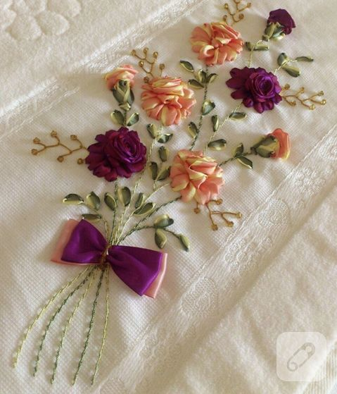 kurdele nakışı çiçekli havlu kenarı örneği