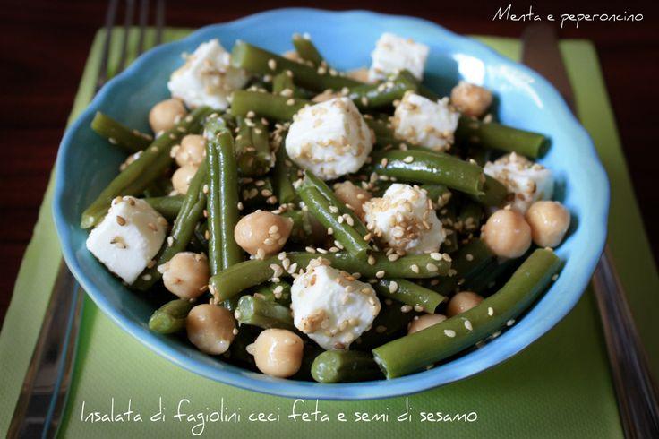 L'insalata di fagiolini ceci feta e semi di sesamo è un piatto leggero, da preparare e gustare in questo periodo dell'anno, ottimo sia a pranzo che a cena!