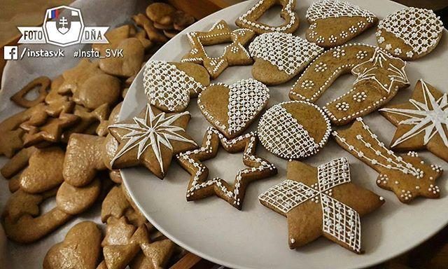"""""""Čaro Vianoc začína pečením medovníkov"""" . 📷 #Medovniky #handmade • FOTO DŇA od @mata_pristachova • vybrala @nokristina • Tagujte svoje fotky #insta_SVK a nabudúce si možno vyberieme aj tú Vašu 😊 . #Slovensko #Slovakia #Słowacja  #Slowakei #Vianoce2016 #europa #Christmas2016 #Christmastime #gingerbread #igraczech #your_world_live #instaslovakia #nas_svet  #pureslovakia #thisisslovakia #aroundtheworld #europe ."""