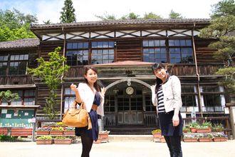 Okayama Takahashi|岡山(おかやま) 高梁(たかはし)|旧吹屋小学校校舎 2012年3月末まで現役だった「日本最古の現役木造校舎」旧吹屋小学校。 NHKの連続テレビ小説「カーネーション」のロケ地にもなりました。