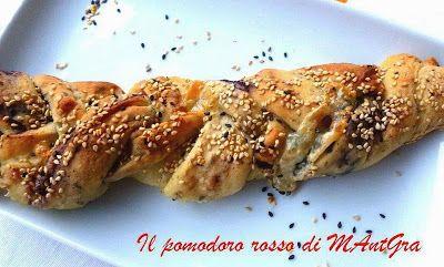 Il Pomodoro Rosso di MAntGra: Treccine di pane farcite  http://ilpomodororosso.blogspot.it/2015/06/treccine-di-pane-farcite.html