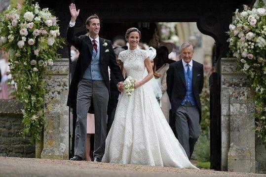 Novomanželé Pippa a James