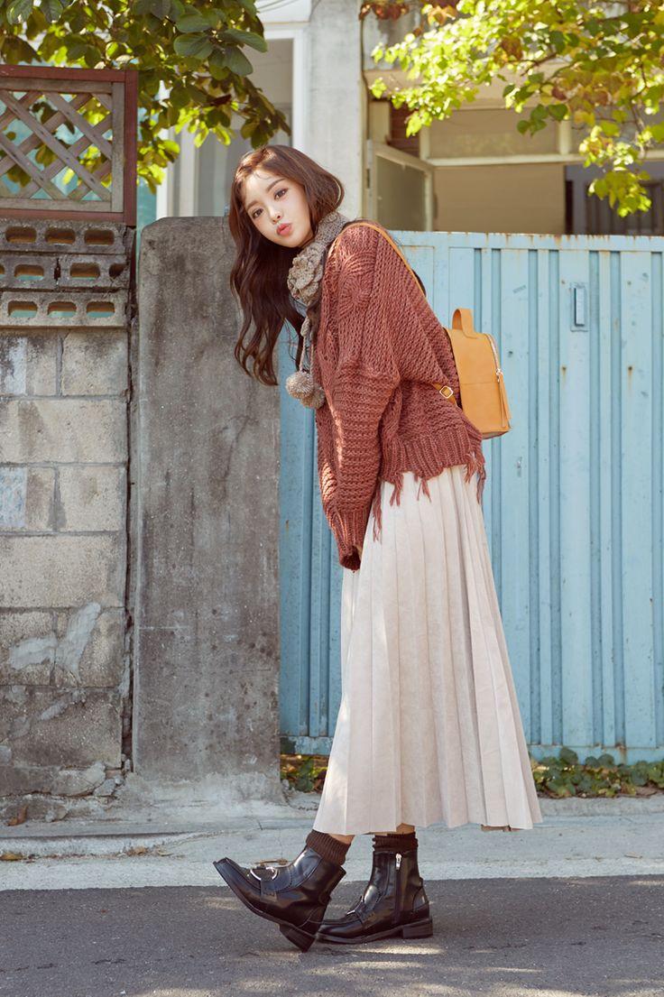 Frayed Hem Cable Knit Sweater CHLO.D.MANON | #cute #vintage #sweater #datelook #koreanfashion #kstyle #kfashion #seoul #fallcolors #koreanmodel