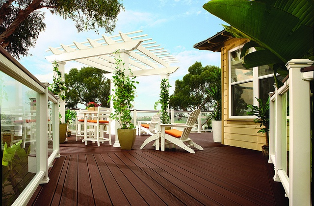 Trex Decking & Railing with Glass Panels in San Diego