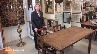 Deze antieke eettafel heeft een bijzondere constructie waardoor er armstoelen onder kunnen. Artikelnummer 25349 op www.lansantiek.com