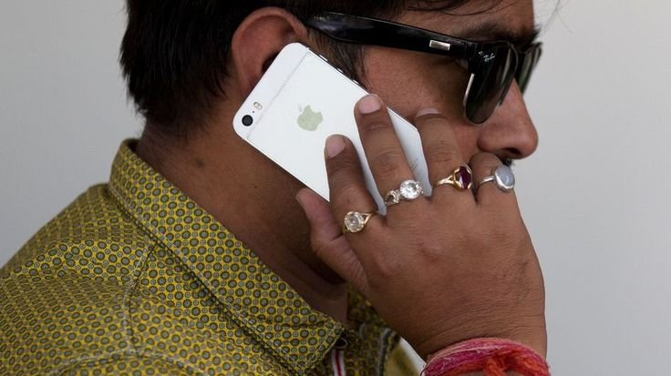 India rejects Apples plans to sell refurbished iPhones but might agree to Apple Stores