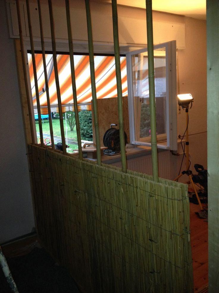 Popular Lehmbau und Holzrahmenbau mit Bambus und Schilf SStellen eines Holzrahmens mit Bambusst nderwerk und Schilfmatten zum
