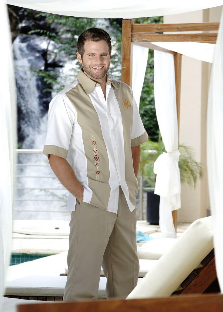 Uniforme con un alta durabilidad y confort para las empresas de la industria hotelera www.adeconsultoria.mx