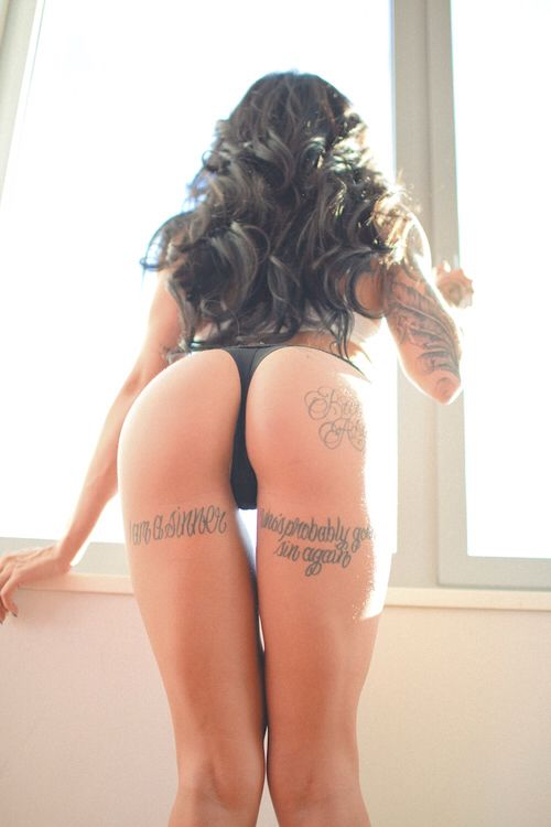 Girls showing off beautiful butts wallpaper — pic 8