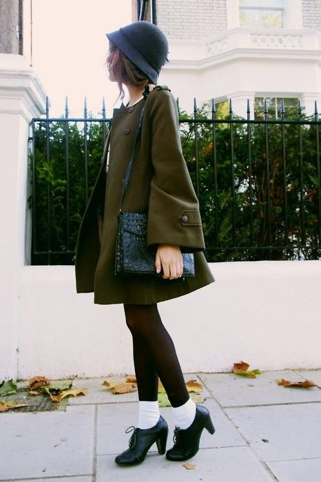 What inspiration...: Fall Style, Swings Coats, Autumn Coats, Oxfords Heels, Green Coats, British Style, Olives Autumn, Amazing Fall, Fall Accessories