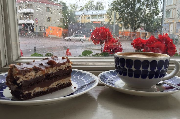 Toffee chocolate cake and cappuccino at cafe Mutteri - rainy day