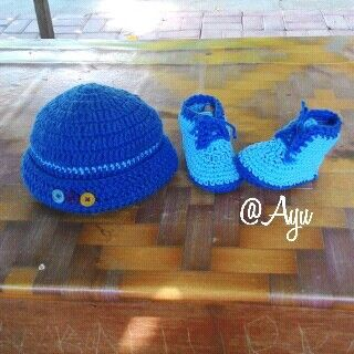 Crochet hat n baby shoes