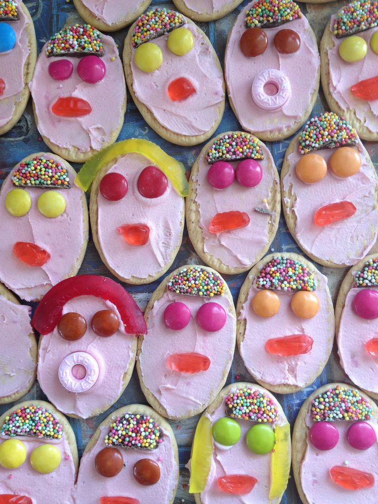 Great way to use up left over icing - on Milk Arrowroot biscuits, amazing how expressive the faces are!!!