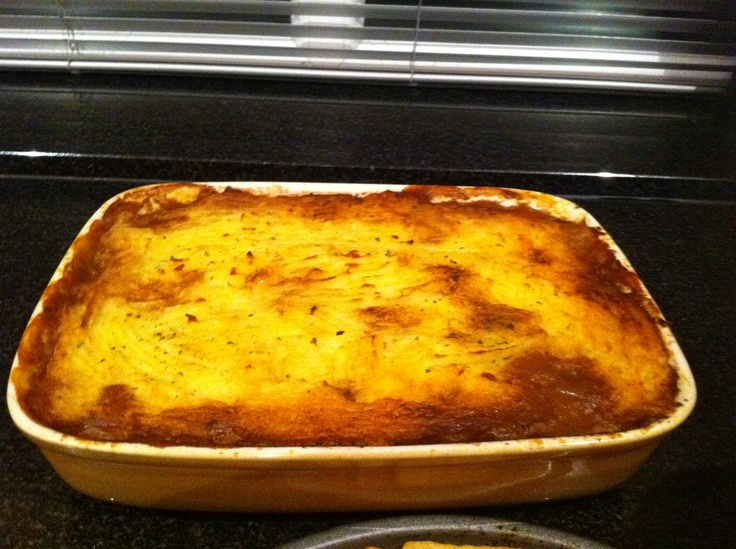 Gordon Ramsey's Cottage Pie with Guiness - Alternative recipe to make more like shepards pie: - 1lb ground turkey - 1/2 white onion - handfull sliced carrots - handfull peas - one cob or corn, sliced off - one celery stalk, chopped - one chopped tomato - 1 cup guiness - 5 tbb WS  - 1/2 cup chicken stock