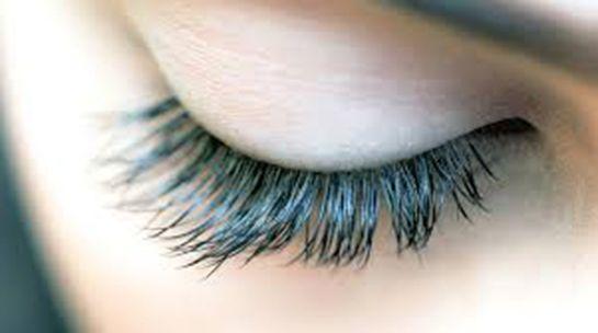 Kirpikler gözlerin toz ya da benzeri yabancı cisimler yüzünden hasar görmesini engellemekle görevlidir.   Normalde üst göz kapağımızd...