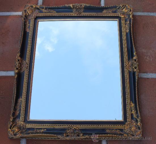 Espejo magníficamente enmarcado en negro y dorado, 48 €
