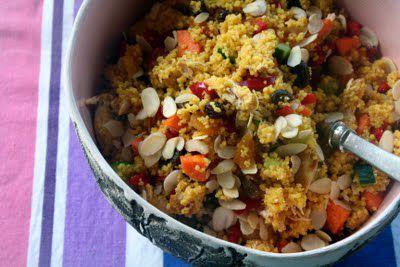 Sommersalater er noe man egentlig aldri kan få nok av. Enkle, gode salater som lett kan lages kvelden i forveien klar for gjester, matpakker eller morgendagens middag. Gode krydder gir denne couscous-salaten masse smak. I tillegg gjør sammensetningen av sprø grønnsaker, søte tørkede frukter, krydret couscous og marinert kylling denne salaten til en allround slager [...]Read More...