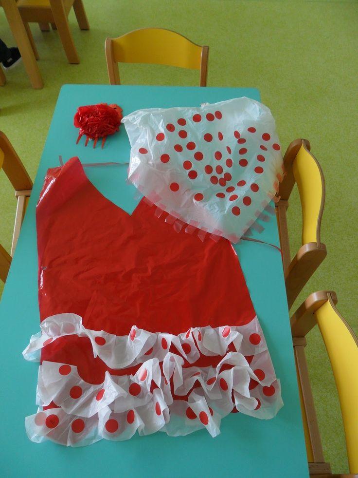 Disfraz de flamenca con una bolsa roja y blanca t unos gomets es buenísimo http://www.multipapel.com/subfamilia-bolsas-basura-colores-para-disfraces.htm