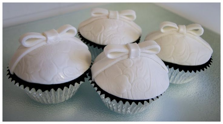 Google Image Result for http://info.endlessembrace.com/Portals/122368/images/engagement-cupcakes.jpg