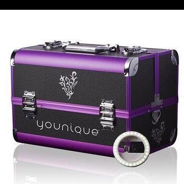 I am still trying to reach my goal to get my hands on a selfie trunk from Younique! I only need a few more points please visit the link ! Every little bit counts, towards helping me reach my goal! ❤❤